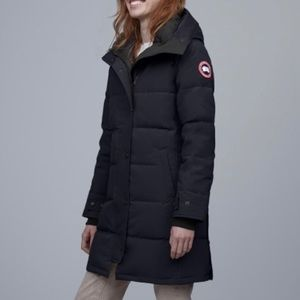 Canada Goose Shelburne Down Parka in Navy